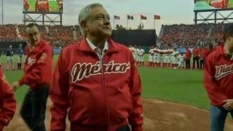 Abuchean a AMLO en inauguración de estadio de beisbol de los Diablos Rojos