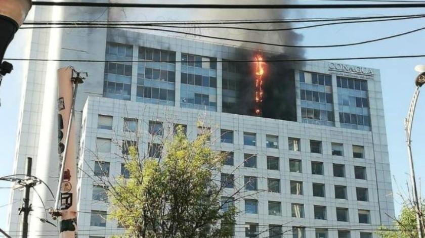 Claudia Sheinbaum asegura que incendio en edificio de la Conagua esta 100% controlado