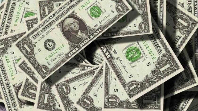 Dólar se ubica en su nivel más bajo durante gobierno de AMLO; se vende en $19.10