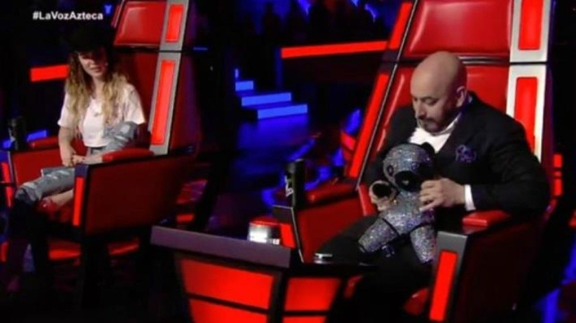 Intercambian Lupillo Rivera y Belinda presentes en 'La Voz'