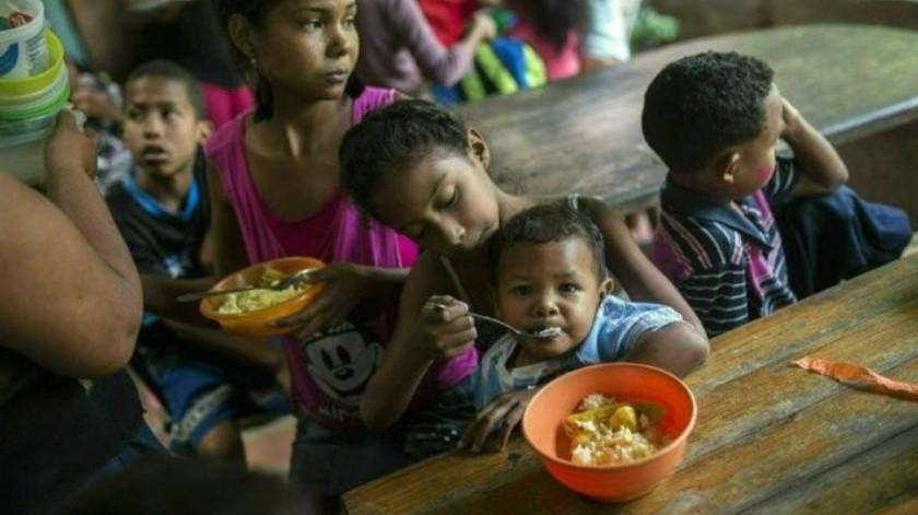 """""""Nuestro dinero no vale nada"""": Venezolanos intentan sobrevivir a la inflación y hambre"""