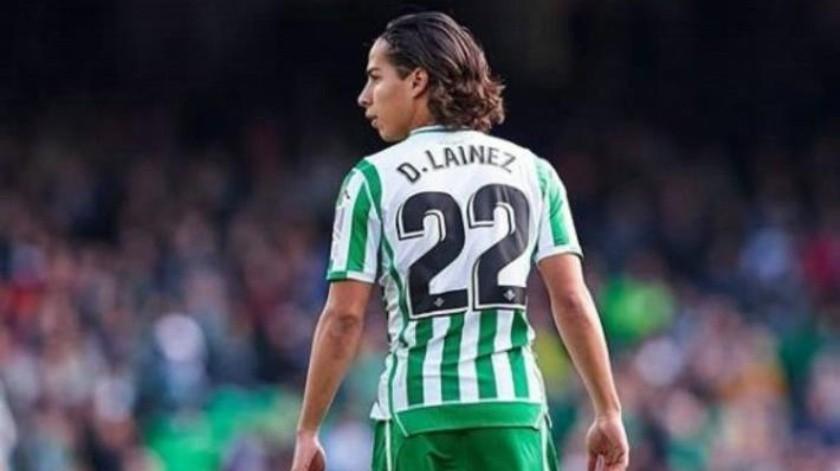 Diego Lainez presume foto con Messi tras partido