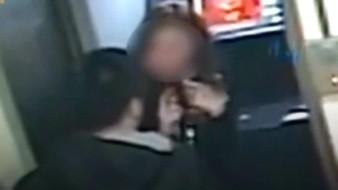 VIDEO: Hombre asalta a mujer; le regresa su dinero al ver que era poco