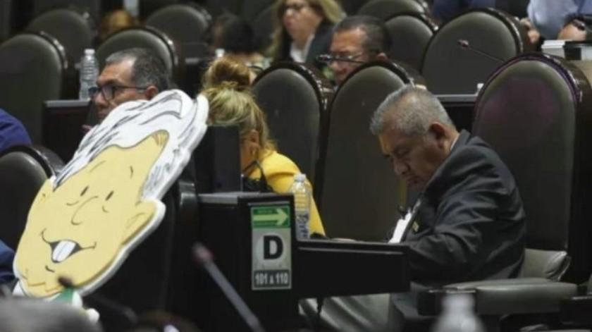 Explica diputado por qué se durmió por cuarta vez, ahora en análisis de revocación