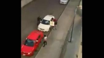 Graban momento en el que cuatro hombres asaltan a dos automovilistas en Tultitlán, Edomex