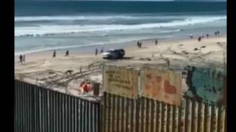 VIDEO: Cruzan más de 20 migrantes por muro