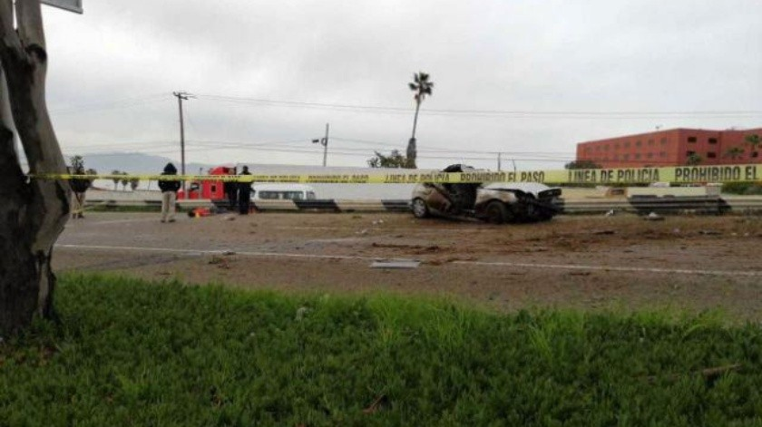 Muere conductor en volcadura sobre nodo vial UABC-Cicese en Ensenada