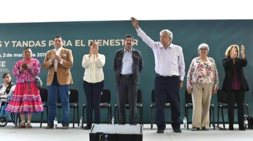 Abuchean a Javier Corral en evento oficial; AMLO llama a la unidad y al respeto