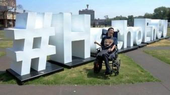 Joven con parálisis cerebral es contratado como profesor de la UNAM