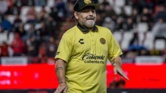 ¡Pestañitas!, Diego Maradona es poseído por ''sueños'' en plena conferencia de prensa