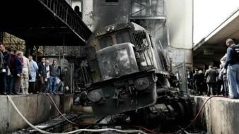 FOTOS: Por presunta pelea de chóferes, chocan dos trenes a toda velocidad en Egipto