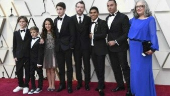Baila elenco de 'Roma' a ritmo de Juan Gabriel