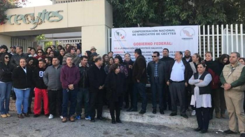 Trabajadores de Cecyte realizan paro indefinido de labores por recorte; 50 planteles de Sonora se suman a la protesta