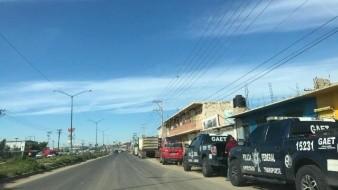 Bloquean Federales acceso a comercios en la libre Tijuana-Tecate