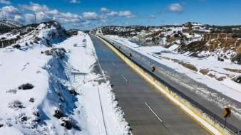 Nevada provoca cierre carretero por 14 horas