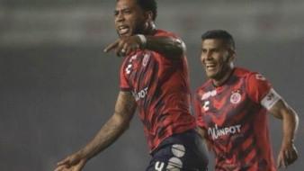 ¡Ya mojó el Tiburón!; tras ocho juegos, Veracruz anota su primer gol en el torneo contra Cruz Azul