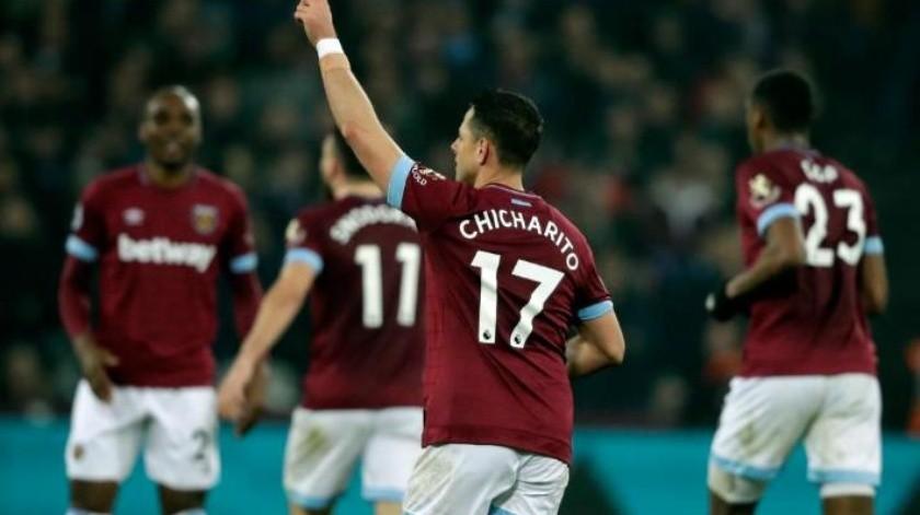 Se convierte ''Chicharito'' en Maradona y mete gol con West Ham contra Fulham