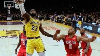Lebron James guía a los Lakers a la victoria ante los Rockets