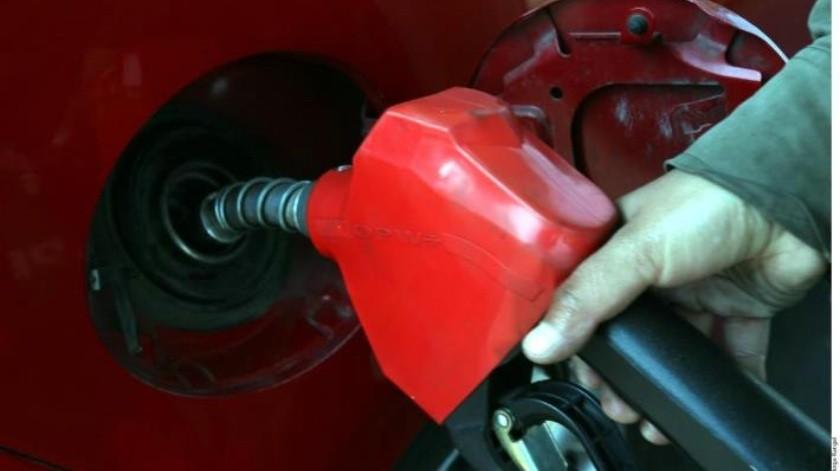 Precios de las gasolinas y diésel incrementan notablemente en los últimos 15 días
