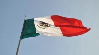 Cuerpo de presunto robachicos en encontrado envuelto en la Bandera de México en la CDMX
