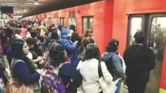 Regalarán preservativos en metro de CDMX; esta es la razón