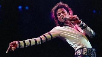 Revierten decisión; regresan estatua de Michael Jackson a centro comercial