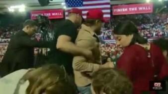 VIDEO: Seguidor de Donald Trump ataca a camarógrafo de la BBC