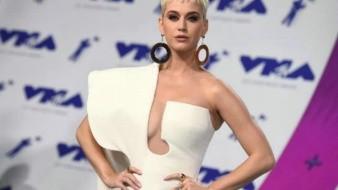 Gana Katy Perry memes a su paso por los Grammy