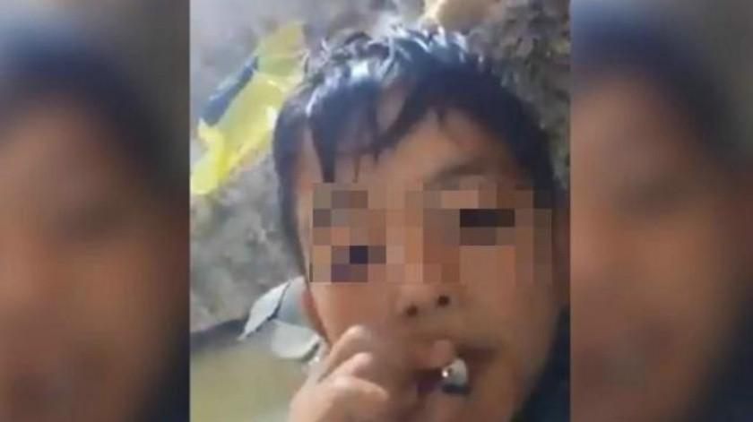 """VIDEO: """"No se agüiten a la v… o qué"""", niño se graba fumando mariguana"""