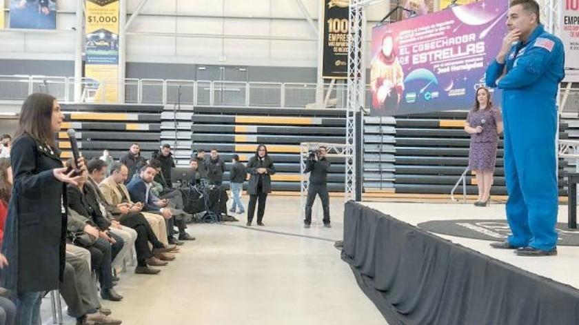 Astronauta mexicano  motiva a los jóvenes a cumplir sus sueños
