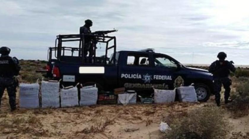 Federales encuentran paquetes de droga al interior de una camioneta en SLRC
