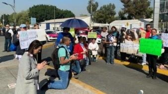 Rezan rosario organizaciones contra el aborto por fuera de la Cámara de Diputados