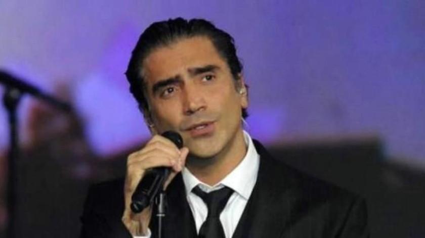 Cae Alejandro Fernández en pleno show en la Feria de León