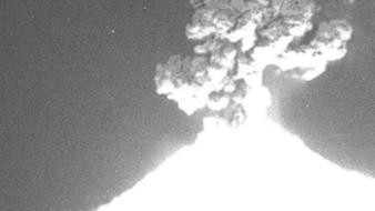 Registran estruendosa explosión en el Popocatépetl