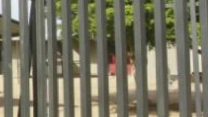 Ingresa extraño a baño escolar en Nogales y comete abusos contra niña