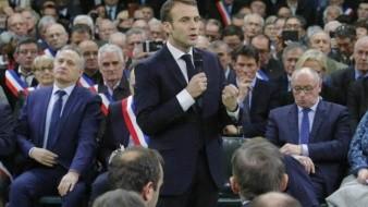 Macron pide a manifestantes quejas y propuestas durante un