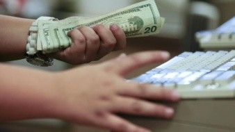 El dólar termina la semana en menos de 18.80 pesos