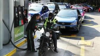 Para agilizar suministro de gasolina, logran Pemex y transportistas acuerdo