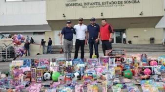Ligamayorista Roberto Osuna entrega juguetes a niños en HIES