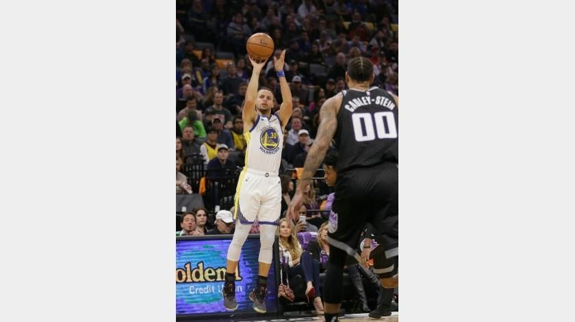 Stephen Curry anota 42 puntos y le da el triunfo a los Warriors