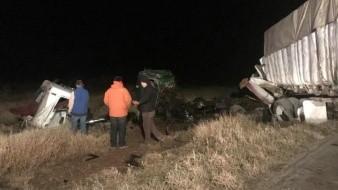 Accidente entre traileres y vehículo deja un muerto en tramo Agua Prieta-Cananea