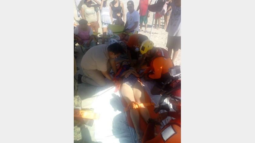 Rescatan a turista en playa La Misión