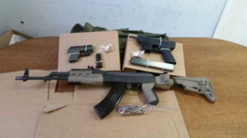 Incautan en Rosarito armas de alto poder y vehículo robado en el extranjero