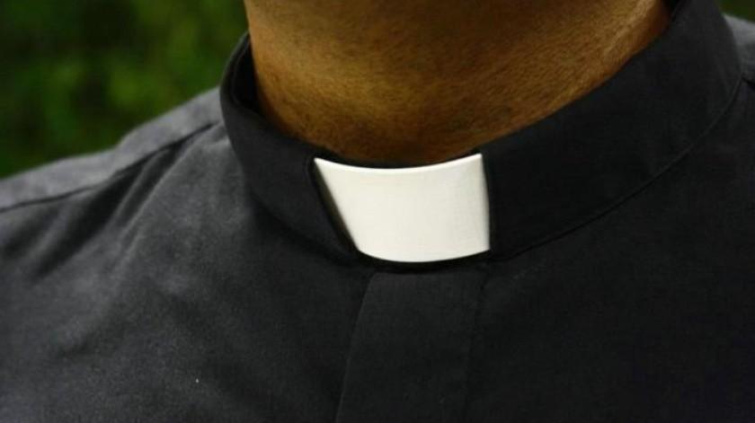 VIDEO: Sacerdote renuncia a su cargo tras difundirse un video sexual donde aparece con una mujer