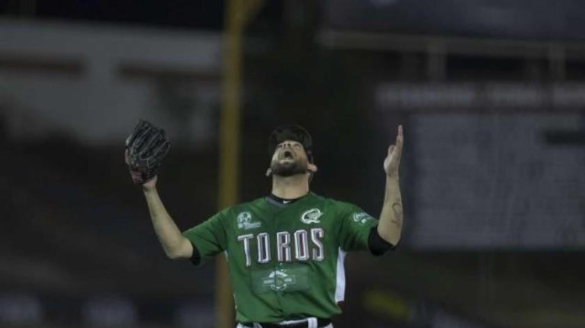Iguala Peña a Contreras en lista histórica de ponches