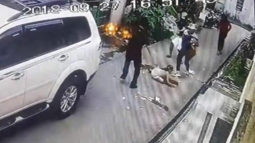 """""""Los atraparé la próxima vez"""": El video de la niña que se enfrenta a asaltantes en Filipinas"""