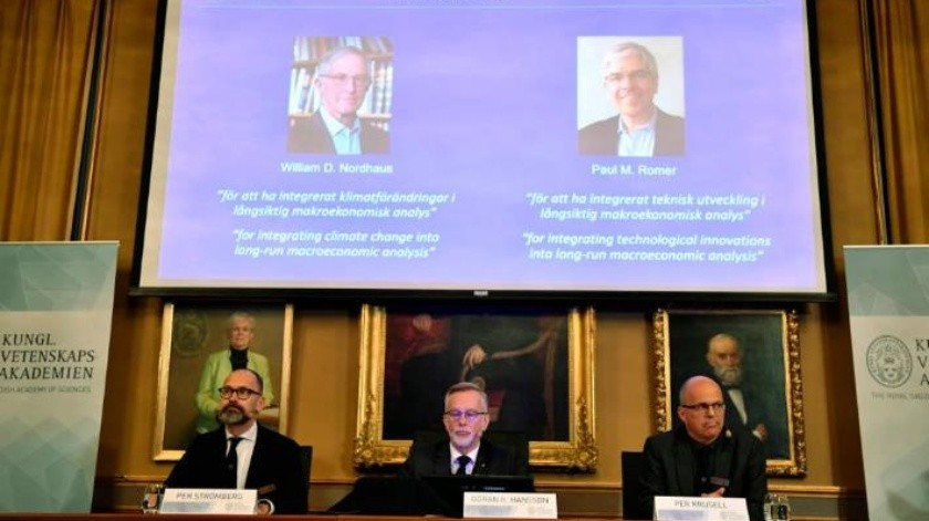 Galardonan a los estadounidenses William Nordhaus y Paul Romer con el Premio Nobel de Economía