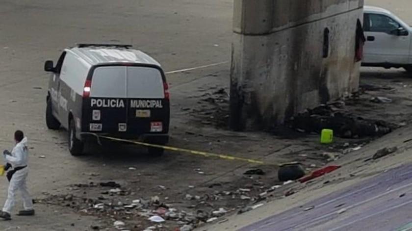 Hallan dos cuerpos calcinados en la canalización del Río Tijuana