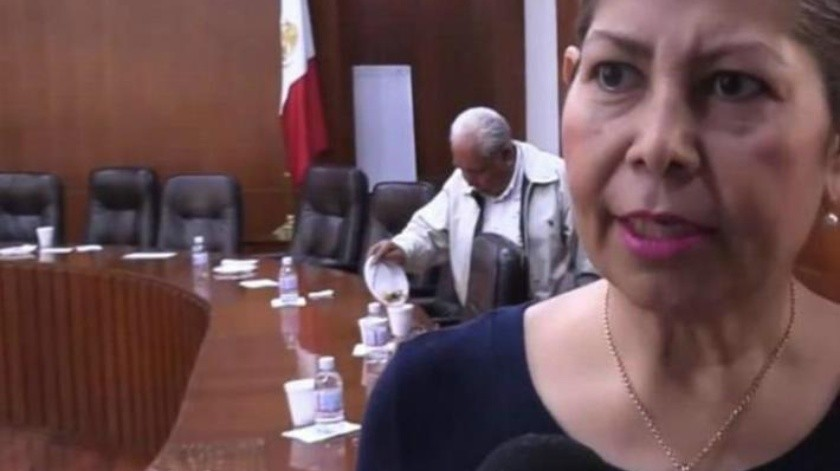 VIDEO: Diputado del PT en San Luis se embolsa hasta la botana