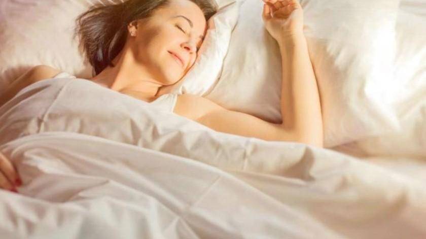 Esta es la razón por la que 'brincas' cuando estás dormido